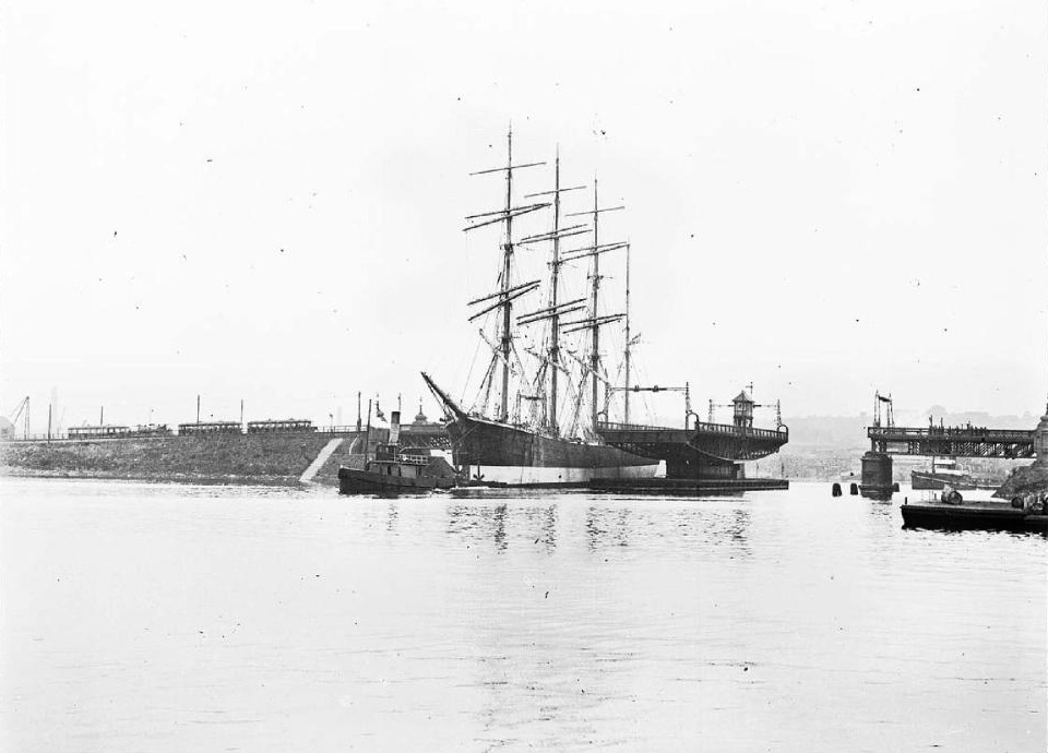 The Gustav passing through the Glebe Island Bridge in November 1926