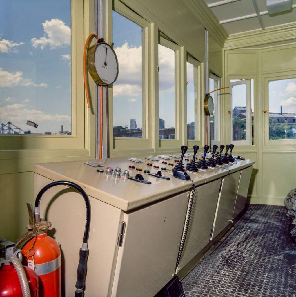 102167 New Glebe Island Bridge Control Cabin 1983