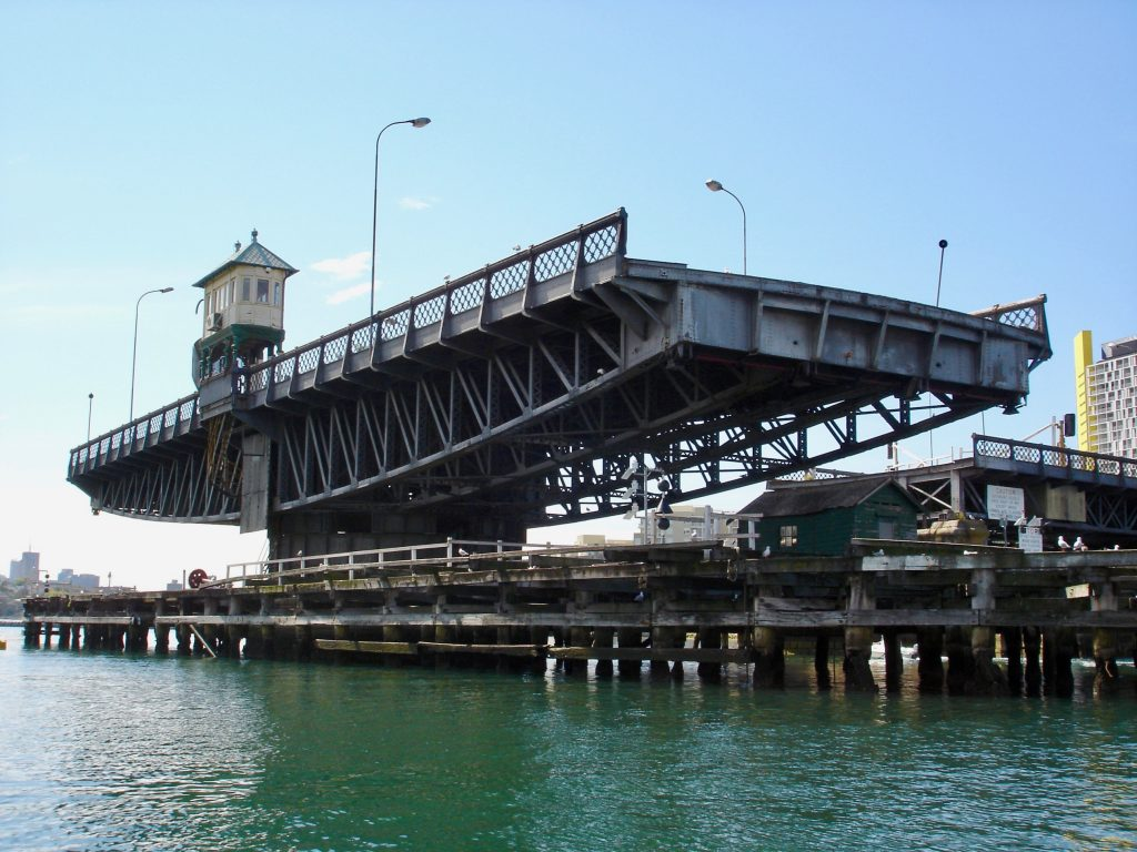 Glebe Island Bridge, September 2006. Andy Mitchell via Wiki Commons.